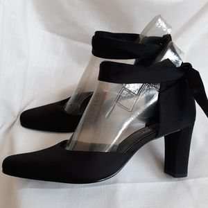 NWT satin ankle strap Star Jones Starlet shoes 6